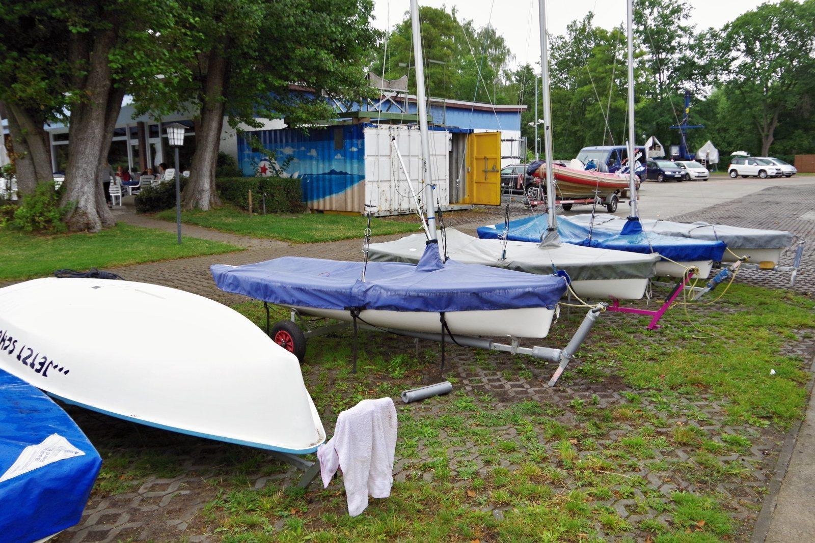 IDJüM 2016 Teeny im SC Gothia e.V. - Es werden immer mehr Boote auf dem Clubgelände! Photo SailingAnarchy.de