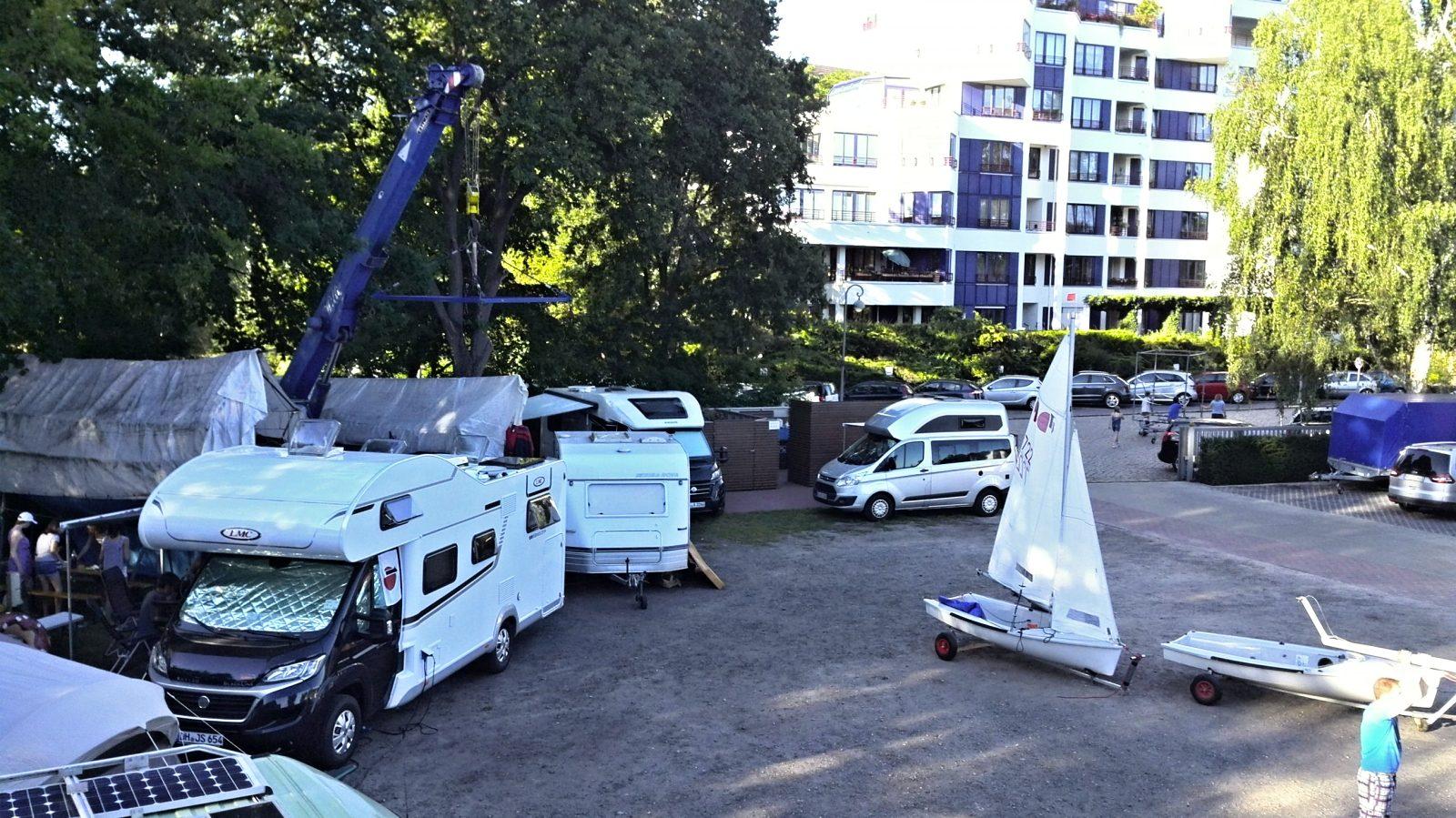 SC Gothia Clubgelände: WoBo, Caravan, Zelt und Teeny Parkplatz - Photo © SailingAnarchy.de 2016